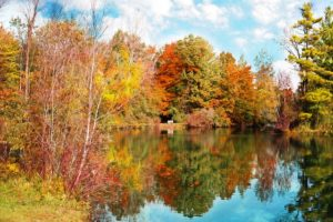lake with reflection of autumn colors to represent reflection in meditation retreats.